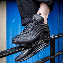 Arco iris Atento Calificación  Nike Air Max 97 Ultra Triple Black: On-Foot Shots - The Drop Date