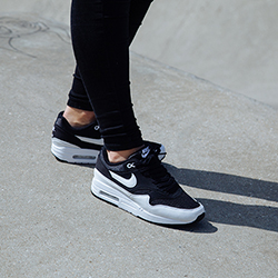air max 1 black and white on feet
